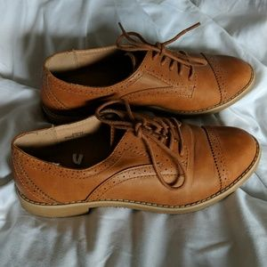 Gap womens wingtip shoes